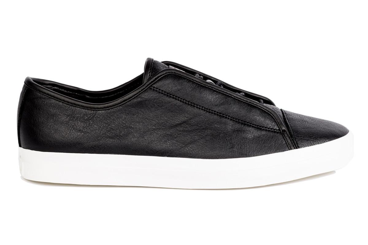 sam-c-perry-overcoat-sweat-jogger-unnown-sneakers.jpg