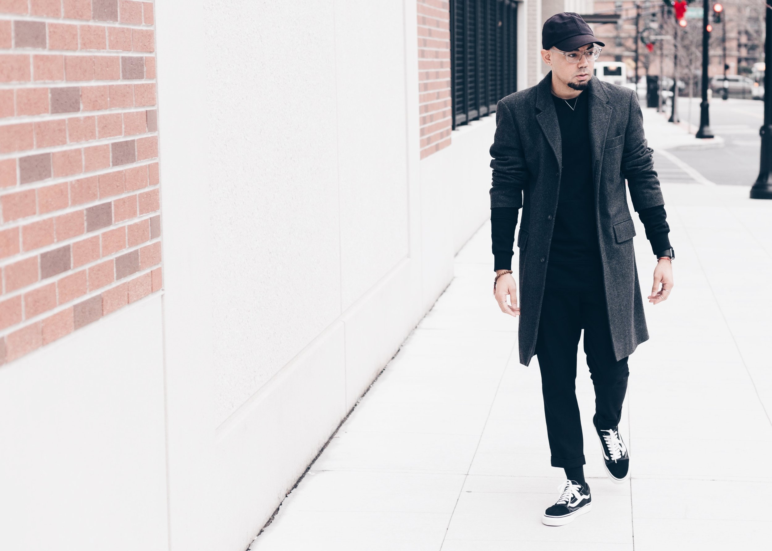 sam-c-perry-all-black-distressed-sweater-oversized-overcoat-street-walk.jpg