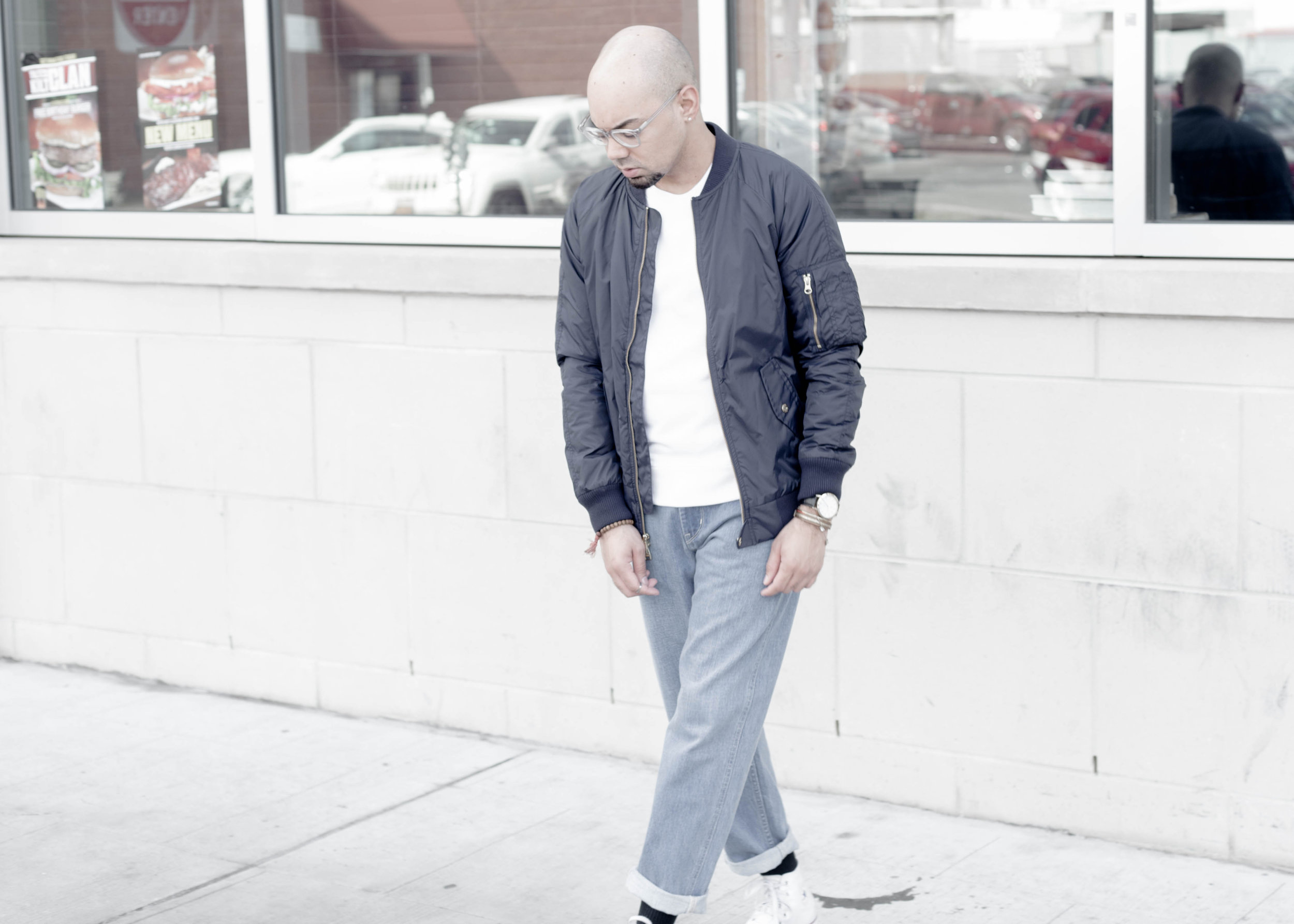 sam-c-perry-short-sleeve-sweatshirt-oversized-relaxed-denim-denim-uniqlo-u-walk-down.jpg