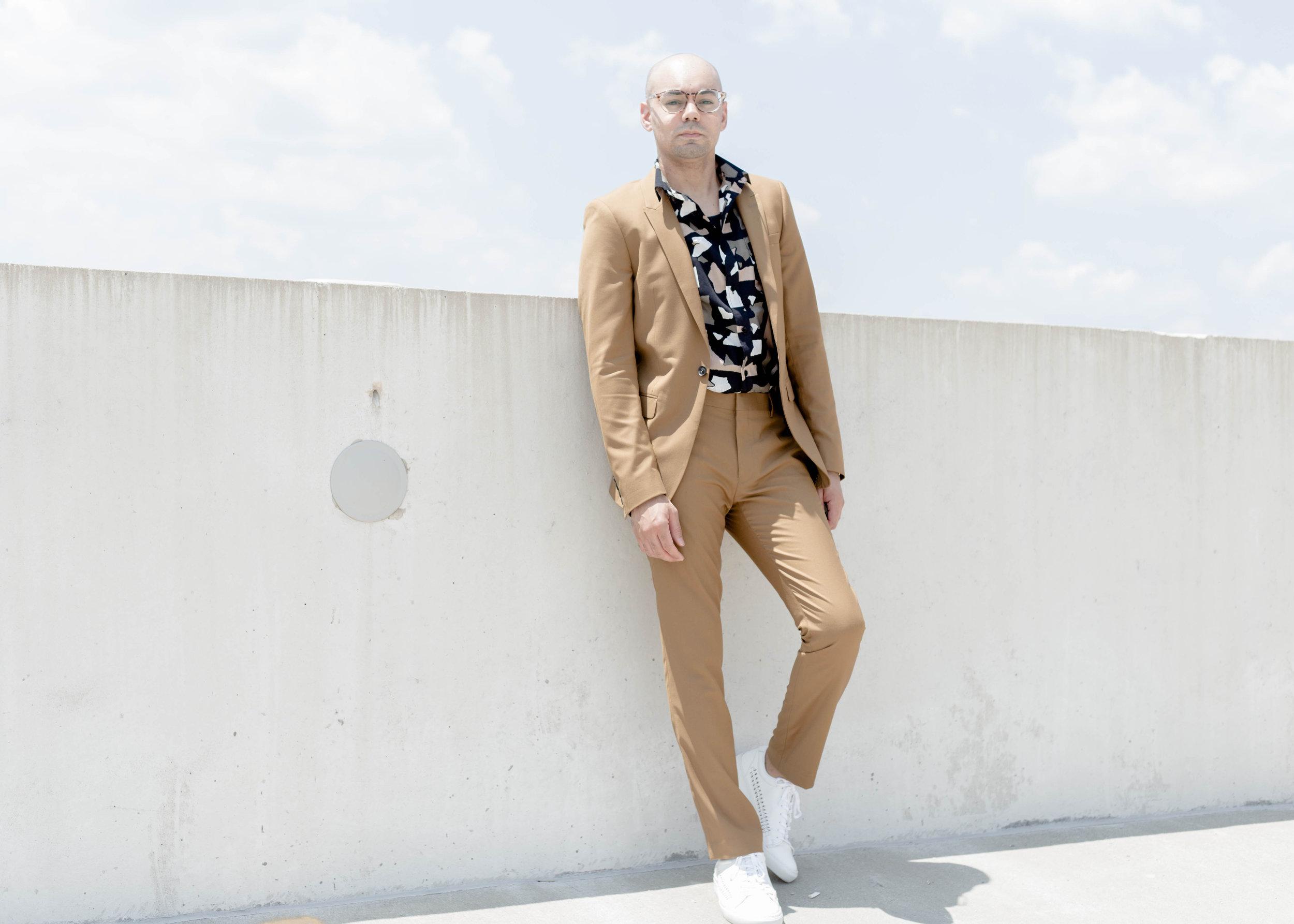 top-man-camel-suit-torn-paper-print-ss-woven-full-wall.jpg