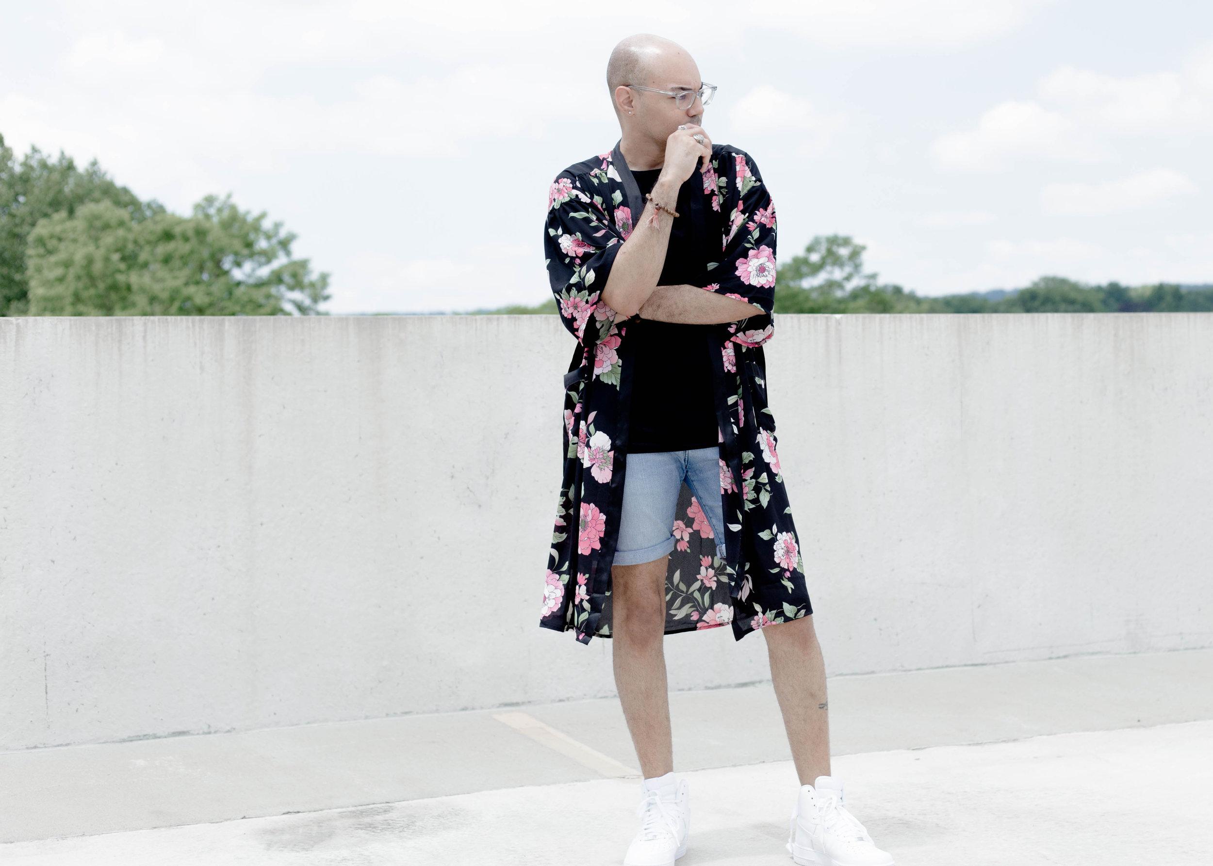 3-ways-to-wear-a-kimono-look-1-stand.jpg