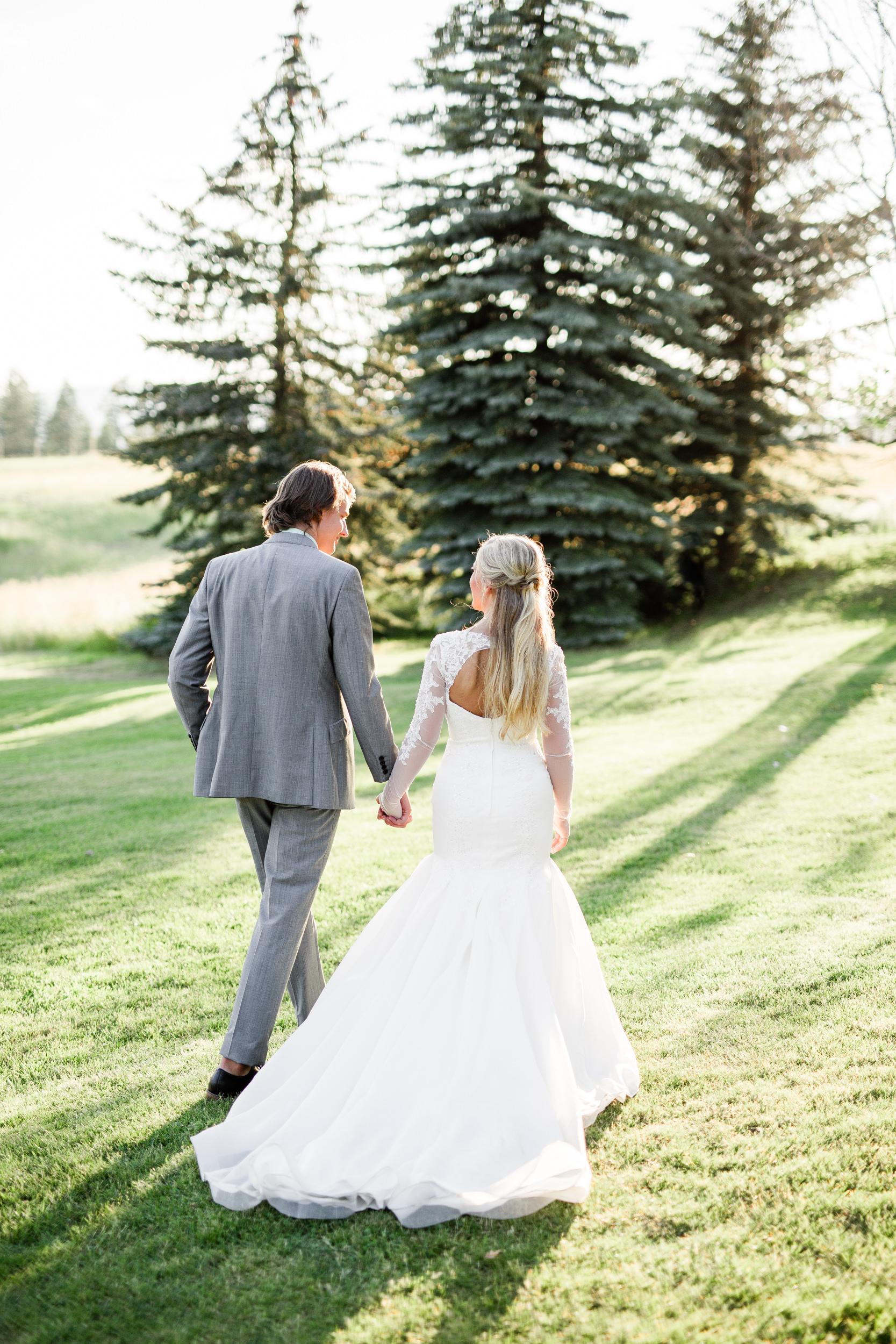 Maccoy dean Portland oregon fine art bright clean wedding engagement photographer Spokane Washington Green Bluff Wedding-1.jpg
