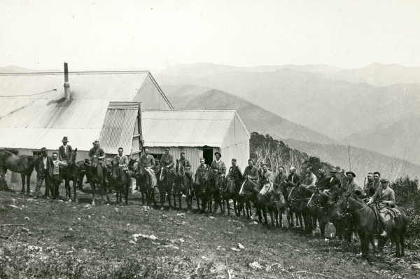 Members of a 'Skyline' package riding tour at the Feathertop Bungalow, circa 1929. Photo: W. Howieson. Source: State Library of Victoria.