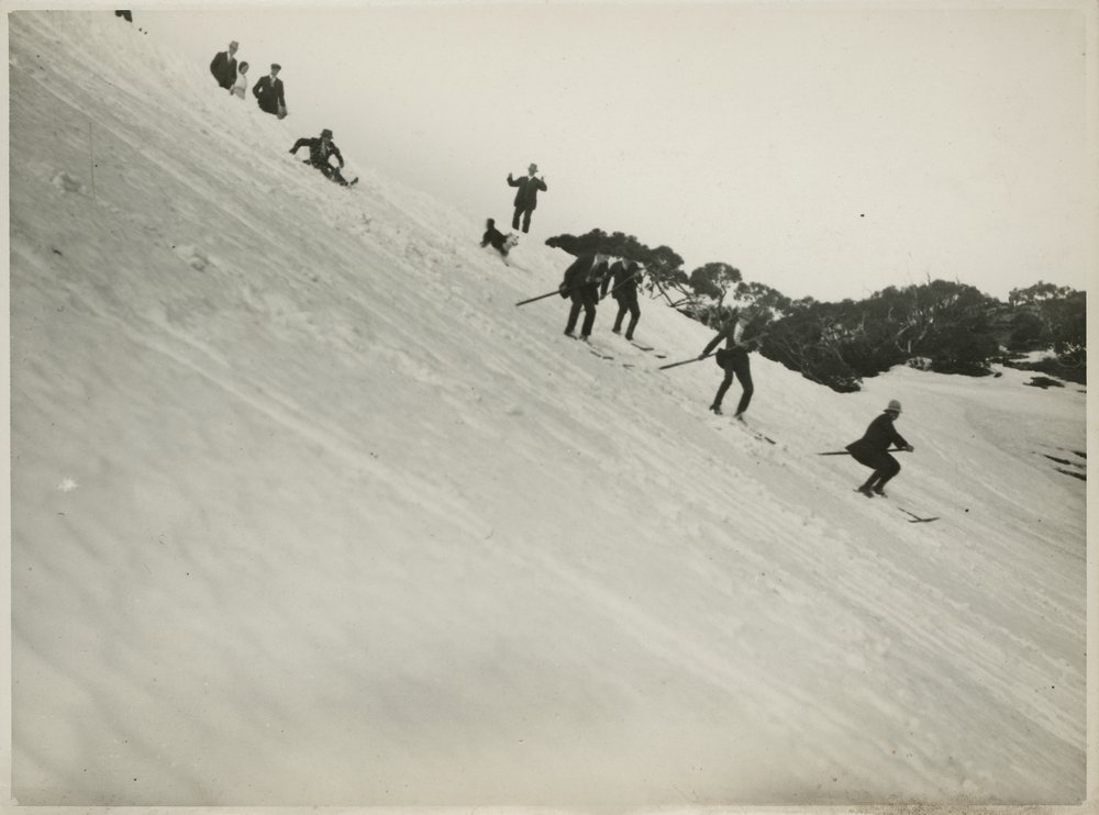 Early skiers on Mt Feathertop, possibly at the 1923 carnival. Photo: Robert Macedon O'Brien. Source State Library of Victoria.
