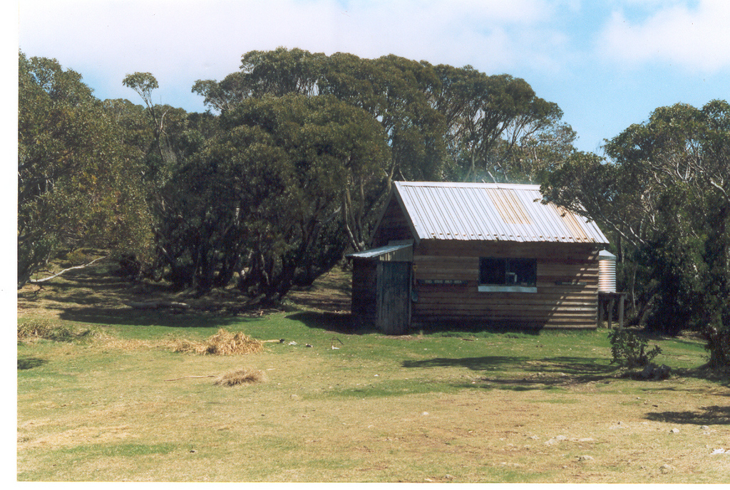 Old Federation Hut after it was re-clad in wood by Ian Stapleton in 1988. Photo © Gary Duncan from his  huts website . Used with permission.