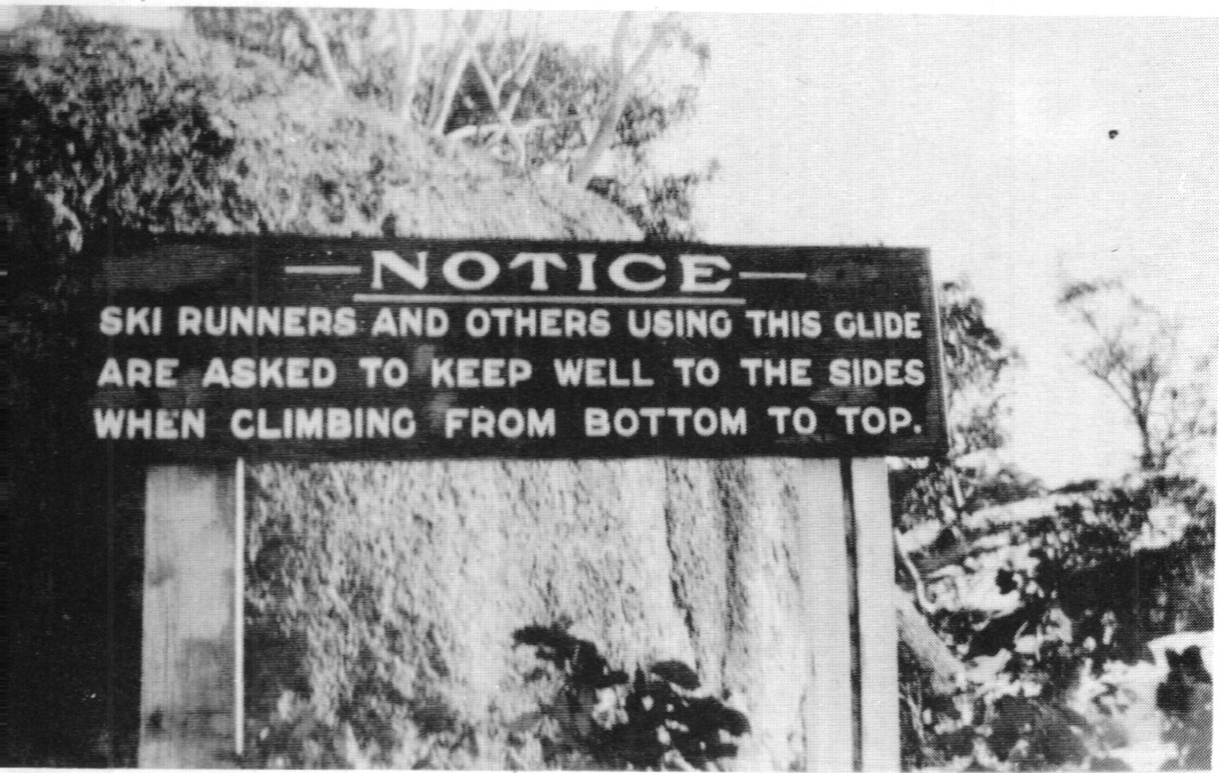 A sign in 1929 urging pedestrians to keep the ski slopes clear.