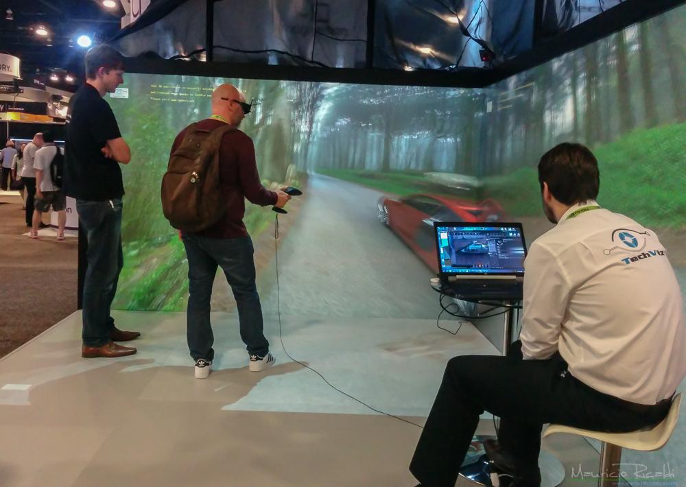 Uno de los muchos cascos VR que había en la sección de tecnológias emergentes.