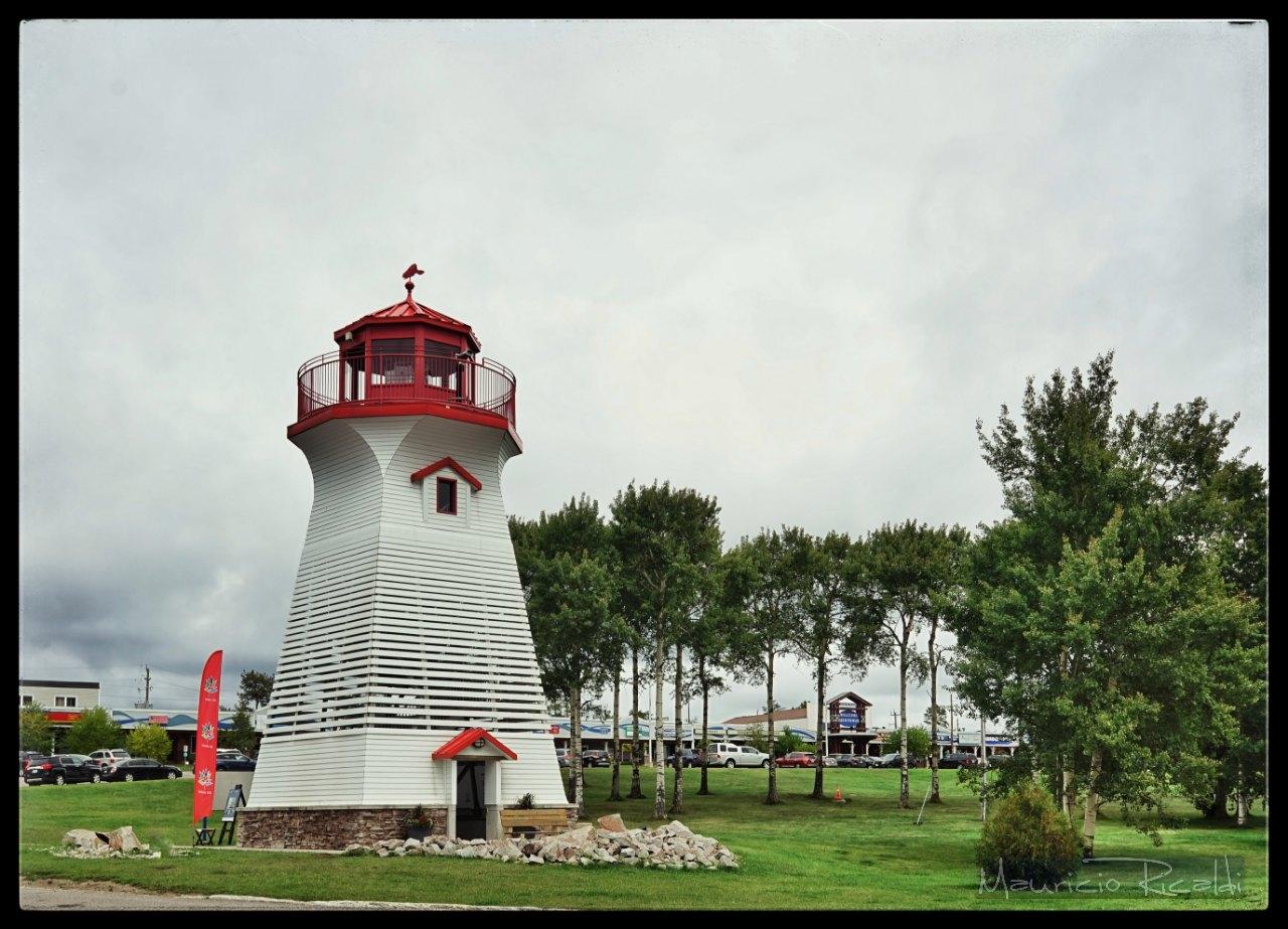 los faros alrededor de los lagos en Ontario