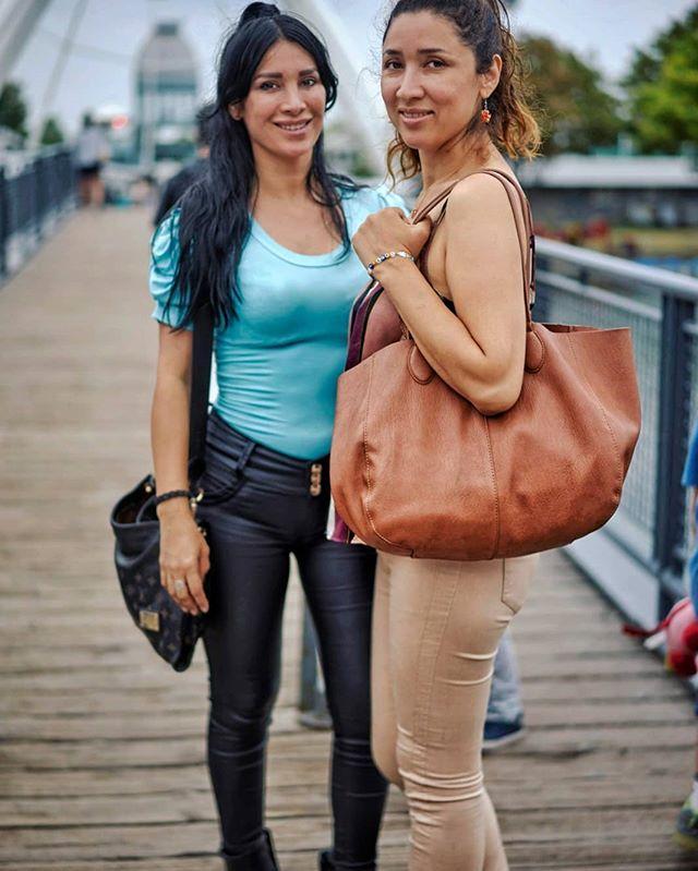 Paseando en el viejo puerto de #Montréal #sisters #oldportmtl