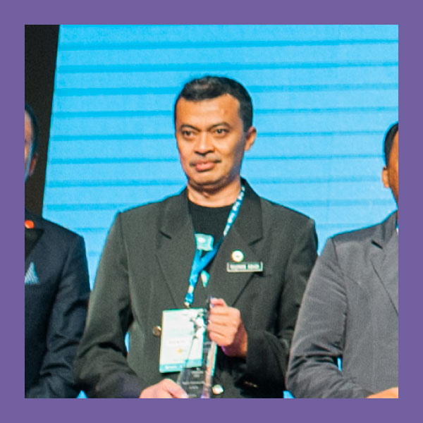 "Rosman Abadi (CHARACTER AWARD)  SK Tok Dir, Terengganu   When there is joy, it's easier to carry out teaching and learning!   ""I would like to help them enjoy being in the classroom, so what we want to teach them sinks in easily. With their interest in technology, it's important to not restrain them - so I find they are so excited to come to the lab to use the Chromebooks.  Before I used the VLE, it was so challenging to engage the students, especially academically weaker ones. With tech and our encouragement, they are interested - which gives me an opening to engage them, and that makes it fun for me! Because they are having fun.  No matter how many classes I've been asked to teach, and how challenging these classes are - it's still fun for me!""    With time, something that was once hard, became easy.   ""With students, it's not as complicated as teaching adults. If you show them just a little of what they can achieve, they understand more, quickly.""     It starts with the students.   ""It was a challenge to help my fellow teachers. I had started to encourage only 4 teachers to use Frog. But I kept on working with students. I used any extra time I had to get the students involved - and before you know it, I had ten to twelve teachers getting more and more interested in using Frog.""     Help students embrace this amazing opportunity   ""I have been teaching for 21 years. In the beginning, I have seen so many students find it hard to connect to their lessons. Now, with tech in the classroom, I've been able to engage with more students. I feel like if we had the chance to use tech before, the kids from back then would be in such a different position than today's students."""