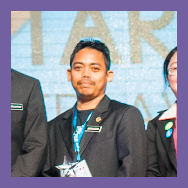 "Saifulnizan bin Che Ismail (CREATIVITY AWARD)  SK Raja Bahar, Kelantan   Narrow the focus   For school-wide campaigns, take turns with subjects. In SK Raja Bahar, Cikgu Saifulnizan's school, using widgets from Google Forms in their Frog Site - got the entire student body to participate in the Bulan Matematik campaign.     Use Pavlov's technique    ""My students can download worksheets from my websites easily.""   Students can complete the same exercise more than once on a FrogSite, because resources are embedded for easy retrieval by students. In education, Pavlov's technique recommends that students need to do plenty of practice. This hopefully results in students becoming even more engaged in their studies.     Show students creativity off    ""When we upload photos on our the Frog VLE, we can control who sees it - for example, only in our school. It makes things safer.   With the Photostream widget, students can get really involved as they see their own photos.     Dare to try new things    ""I'd say, don't keep things to yourself, and don't be afraid. Students nowadays are so skilled, so we teachers need to keep up! Try new things, and be creative. If we aren't creative, we get stuck. That's my point of view!""   We are often in our comfort zones. When everything is so straightforward, the desire to expand and explore can dwindle. In SK Raja Bahar they work to share everything they learn surrounding the use of tech."