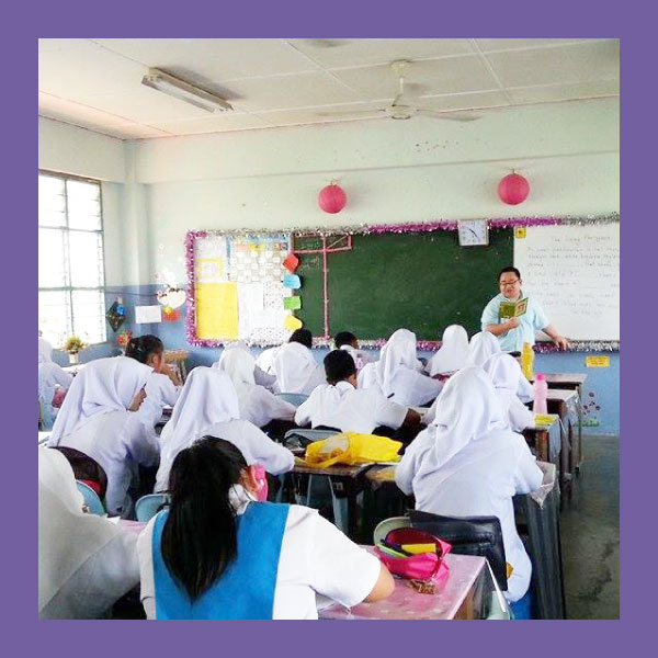 SMK Kota Samarahan (MOST OUTSTANDING SCHOOL AWARD)  Sarawak    SMK Kota Samarahan utilises a special timetable for some of our teachers to use Frog in teaching and learning so that they are able to embed resources and gather responses for students. The school also produces a specially-crafted newsletter for parents to sharing how they use Frog in school, and to invite them to use Frog, too.   Parents are empowered to begin their journeys with a step by step guide for them to retrieve and activate their YES IDs. As a centre of sharing and communication, SMK Kota Samarahan also actively posts updates on their dashboard on academics, student issues and extra curricular activities. Interestingly, SMK Kota Samarahan's school dashboard has also become a space to explore the background and history of the school.   In technology adoption, there is a point in time where a framework is utilised so much that its use of becomes an afterthought. We see how Frog has become a part of SMK Kota Samarahan's culture through beautiful sites for Merdeka (Independence Day), anti-bullying movements and ETA (English Teacher Assistantship) Programmes that fully involve and empower students.   The school has collaborated in new and exciting ways, using Google Hangouts. They communicated with several schools across 'bahagian' in online seminars on marking Mathematics exams.   Students of SMK Kota Samarahan participated in World Book Month - where students wrote stories collaboratively within their school on Scrapbook Sites for online creative writing workshops run by published authors working with FrogAsia.   With technology, teachers of SMK Kota Samarahan called on a rich well of teaching resources, and students were visibly engaged and empowered in their classrooms, and excited to do their lessons on Frog.   In the Special Awards Category for the Guru Muda 1Malaysia (GM1M) FROG VLE Awards the MOE recognized SMK Kota Samarahan. National occasions like Merdeka (Independence Day) were also celebrated through increased communication with other schools.   With increasing familiarity and willingness to reach out and learn through connectedness, and with teachers travelling to neighbouring schools to share their experiences with Frog, it was a natural next step for SMK Kota Samarahan to become a Frog Hub for the district of Samarahan.   As a Hub, SMK Kota Samarahan hosts fortnightly sharing sessions for teachers - and has a healthy and growing team of young teachers and Frog Advocates. With students at the core, SMK Kota Samarahan continues to pave the way for collaboration and best practices in using technology in teaching and learning in Sarawak.   Inspired by this journey, we ask the question: how can we extend the 21st century teaching and learning happening in the schools' classrooms?   Taking a step back, 21st century education involves changing the way the school interacts with its surrounding, both through community and as a physical space.