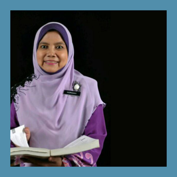 Noridah Hamdan (SPECIAL APPRECIATION AWARD WINNER)  SK Kayang, Perlis    Noridah Hamdan is the Headmistress of SK Kayang. She believes that it is important for teachers to use technological aids for effective teaching and learning. During the hot spell last year that resulted in closure of schools, teachers in her school sent revision material to students sitting for the UPSR examinations through the Frog VLE. Other than for teaching and learning, teachers in SK Kayang also use the Frog VLE for administrative purposes. As the Headmistress, she uses the platform to monitor the performance of other teachers and help them incorporate the use of technology in their teaching activities.
