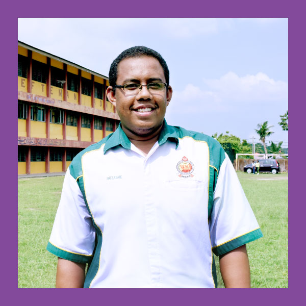 Ruzaimie bin Razak (BEST FROG ADVOCATE)  SK Leftenan Adnan, Selangor    Ruzaimie bin Razak is a teacher in SK Leftenan Adnan. He is passionate about helping other teachers adopt the Frog VLE as a teaching and learning tool in their schools. He has demonstrated outstanding efforts in training his neighbouring schools and fellow teachers in using the Frog VLE and has created lasting impact by imparting his knowledge and skills.   He spends time throughout the week to guide surrounding schools in his district such as SK Dusun Tua, SK Desa Baiduri and SMK Taman Jasmin 2 in using technology and the Frog VLE. Besides guidance, he also helps these schools set up networking circles that inspire and mentor each other. His constant efforts have resulted in increased usage and adoption of technology in the schools he mentors.