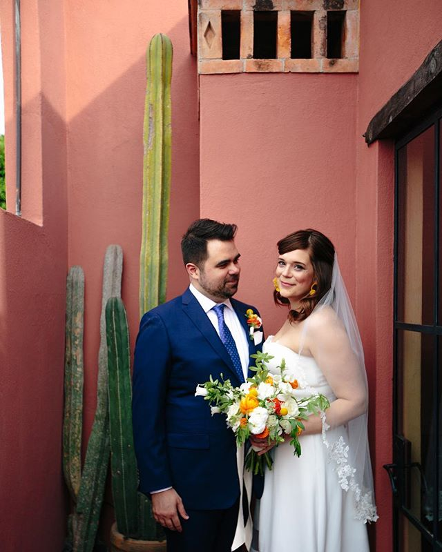 Nothing like a pink wall and a giant cactus 🌵 oh.. and this beautiful couple ELOPING in San Miguel. 🙌🏽