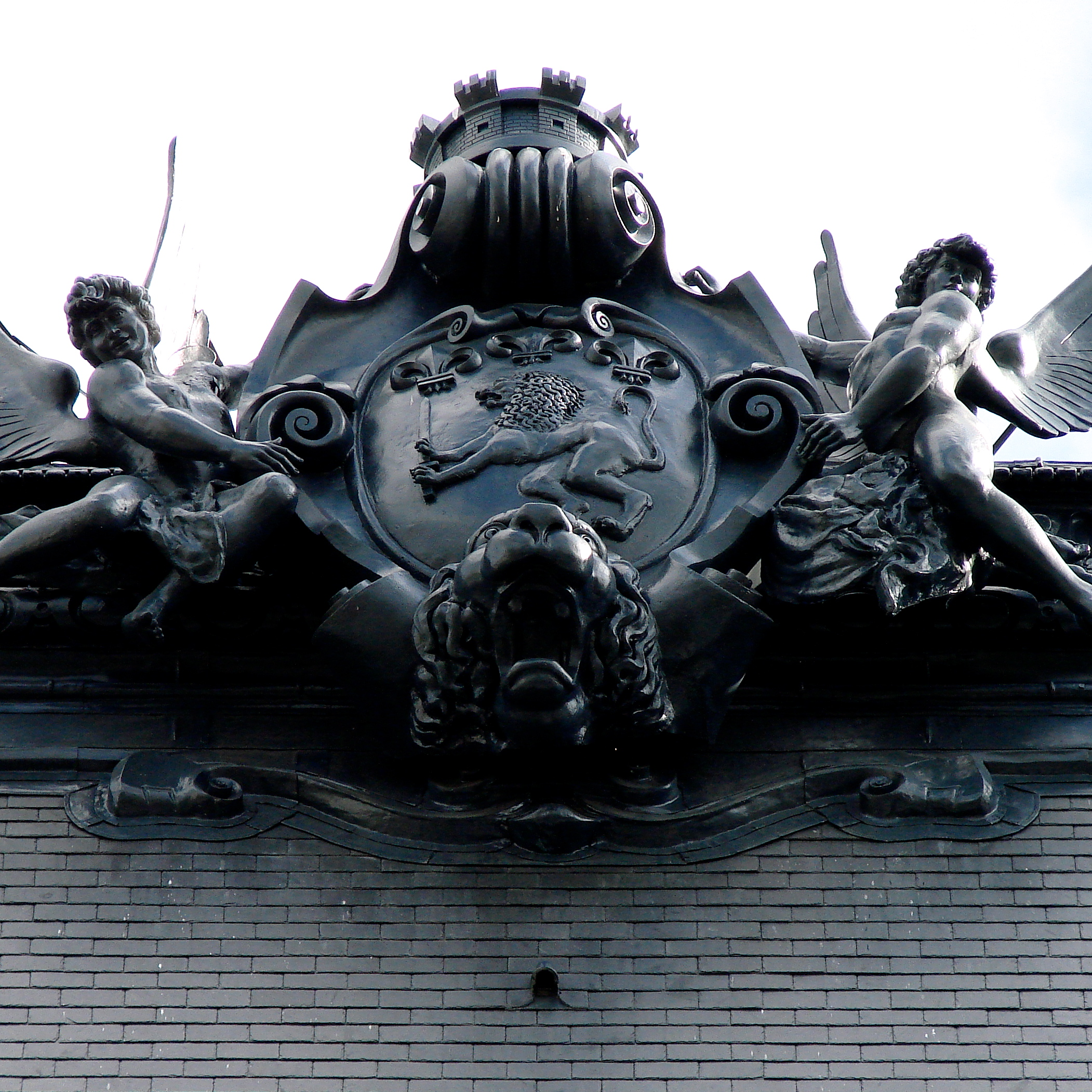 Siège du crédit Lyonnais.Modelage et moulage pour fonte en plomb de l'ornement de toiture.