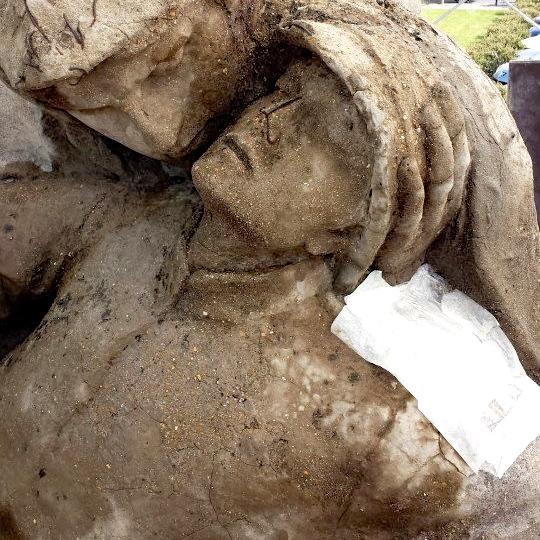 Monument aux morts d'Alfred Boucher à Nogent-sur-Seine. Traitement désalinisant.
