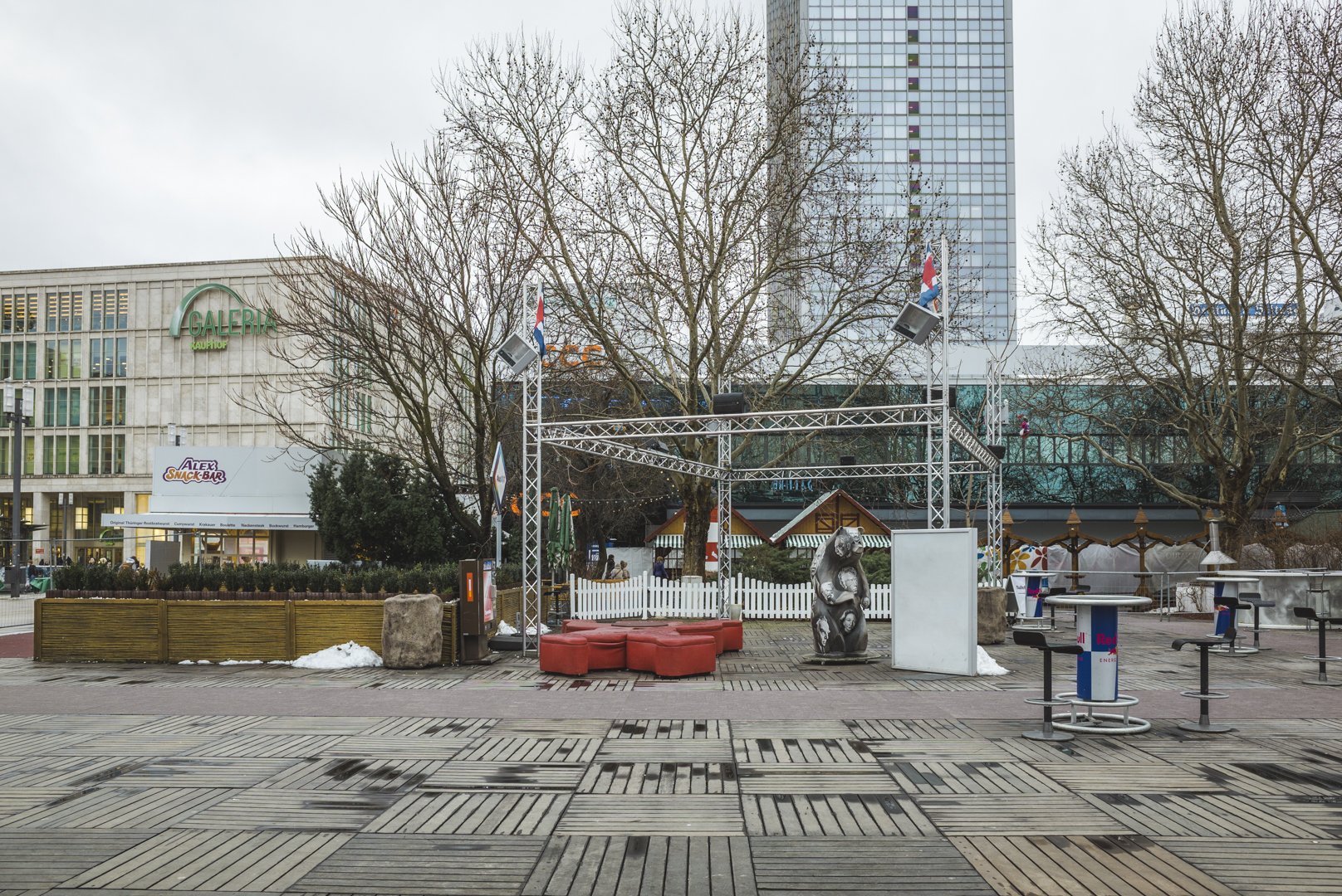 The stage is empty, 2015