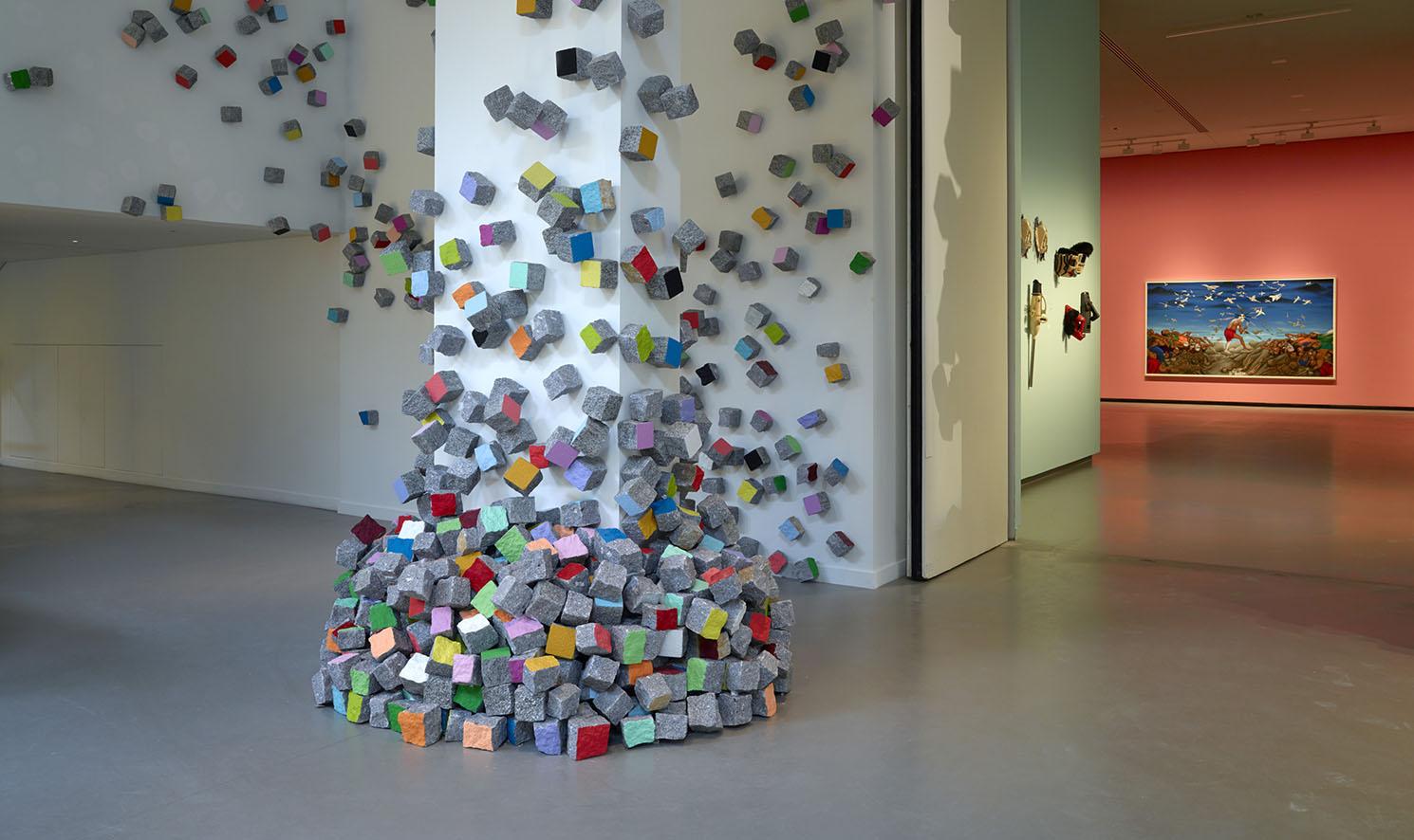 LES INTIÉS_Vue d'installation en situ de Pascale Marthine Tayou_photo ©Fondation Louis Vuitton - Marc Domage.jpg