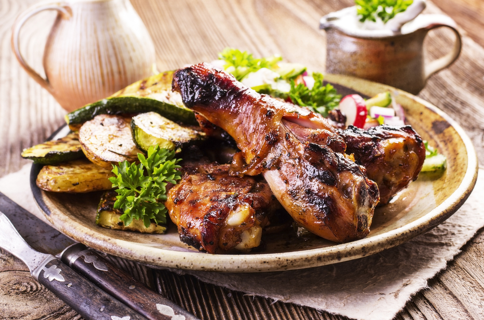 HÄHNCHEN   Öl mit BACKOFEN Gourmetsalz Curry und/oder Orange-Rosmarin vermischen und Hähnchen damit einreiben. Bei 180 °C für ca. 30–45 min mit Gemüsescheiben in den Ofen.