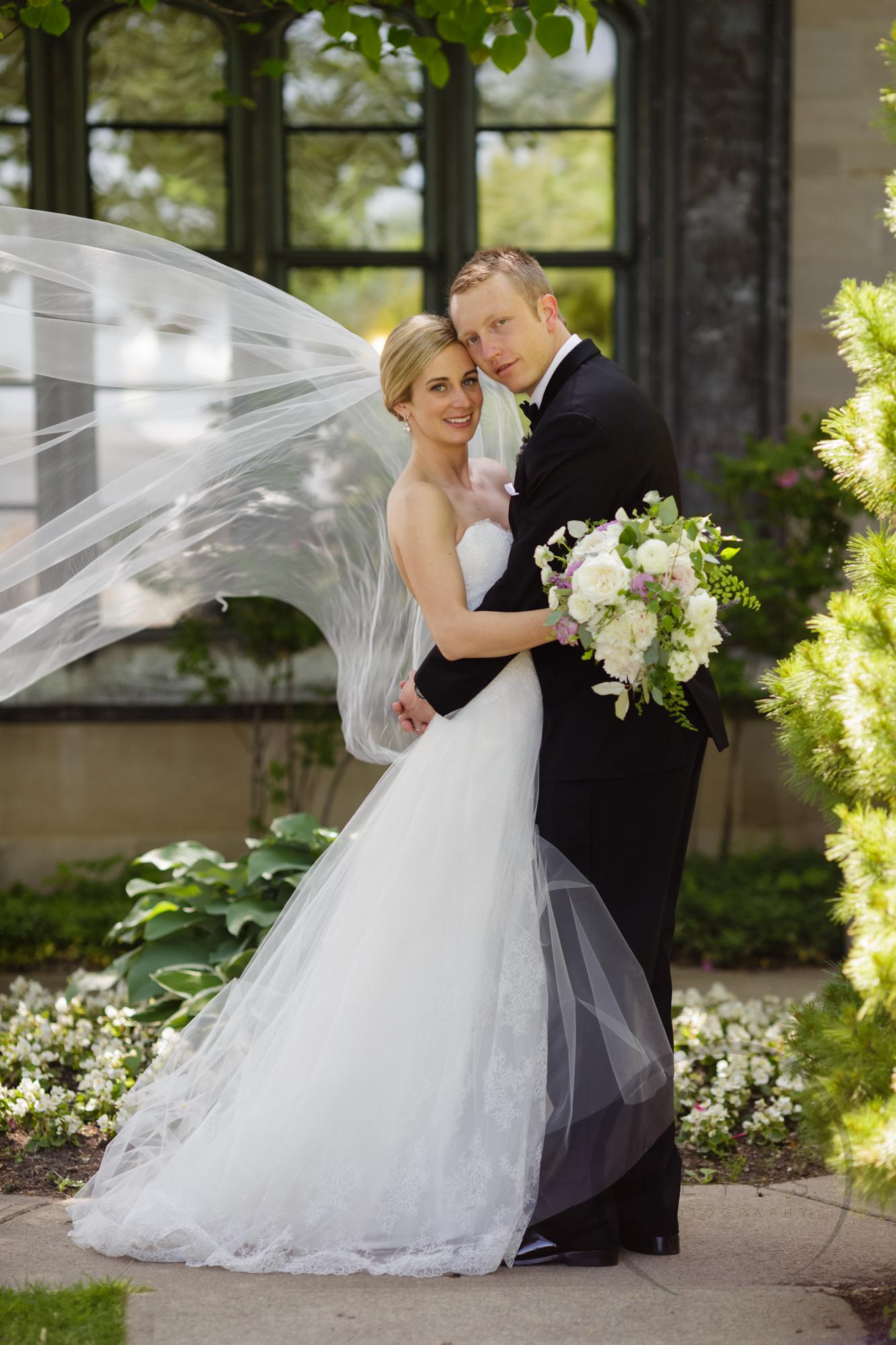 comer_earhart_manor_wedding_annarbor_054.jpg