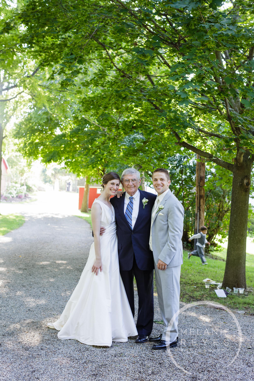 049_farm_wedding_melanie_reyes.JPG