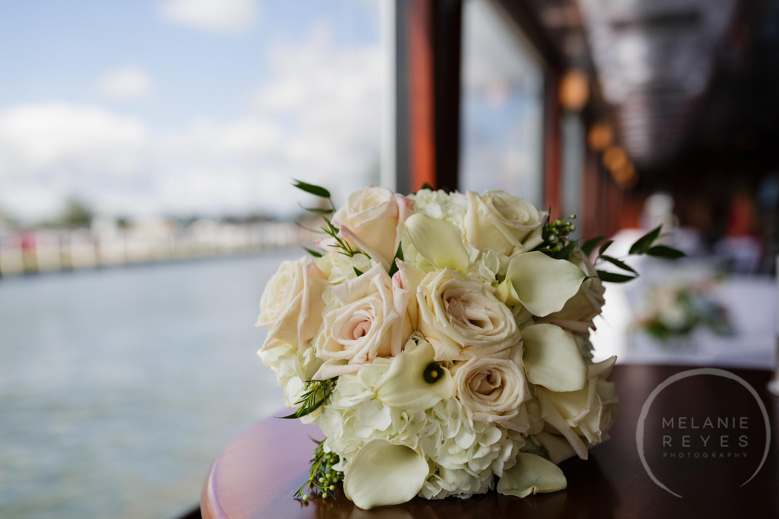 infinity_ovation_yacht_wedding_detroit_melaniereyes15.jpg