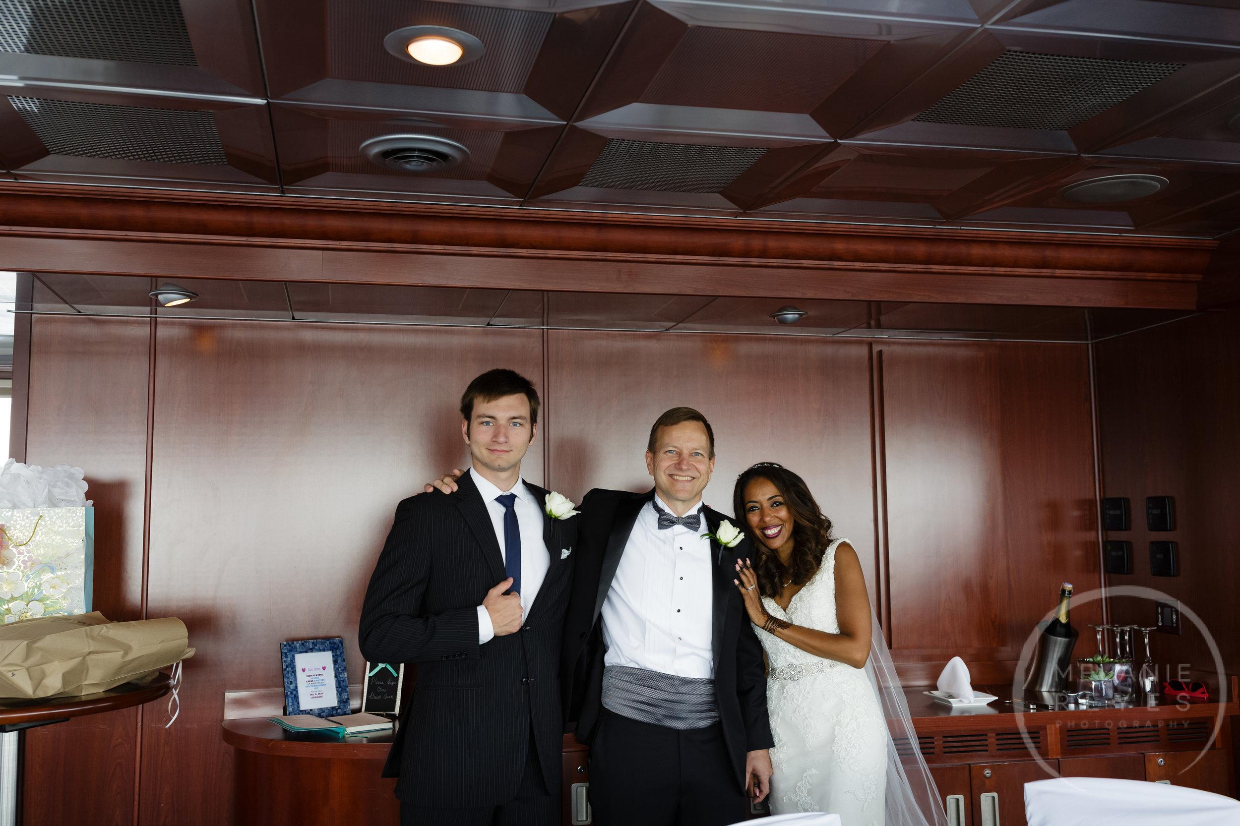 infinity_ovation_yacht_wedding_detroit_melaniereyes22.jpg