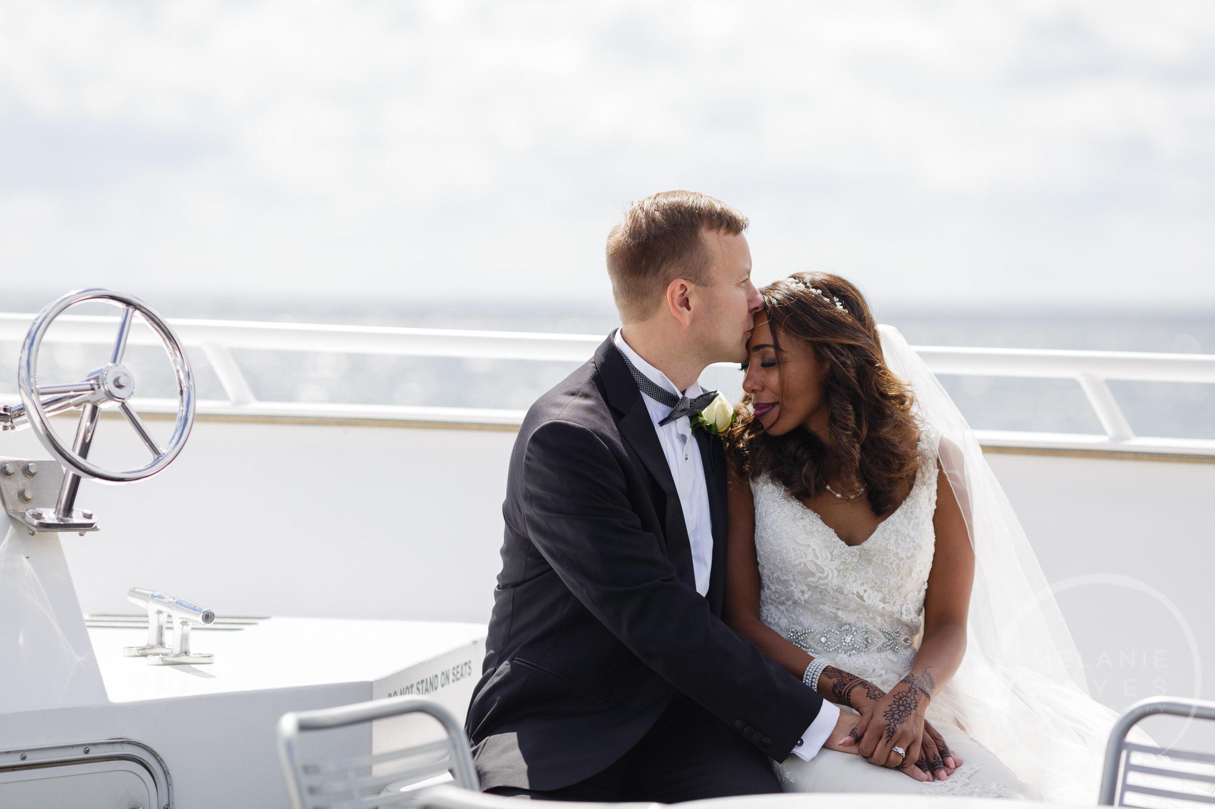 infinity_ovation_yacht_wedding_detroit_melaniereyes26.jpg