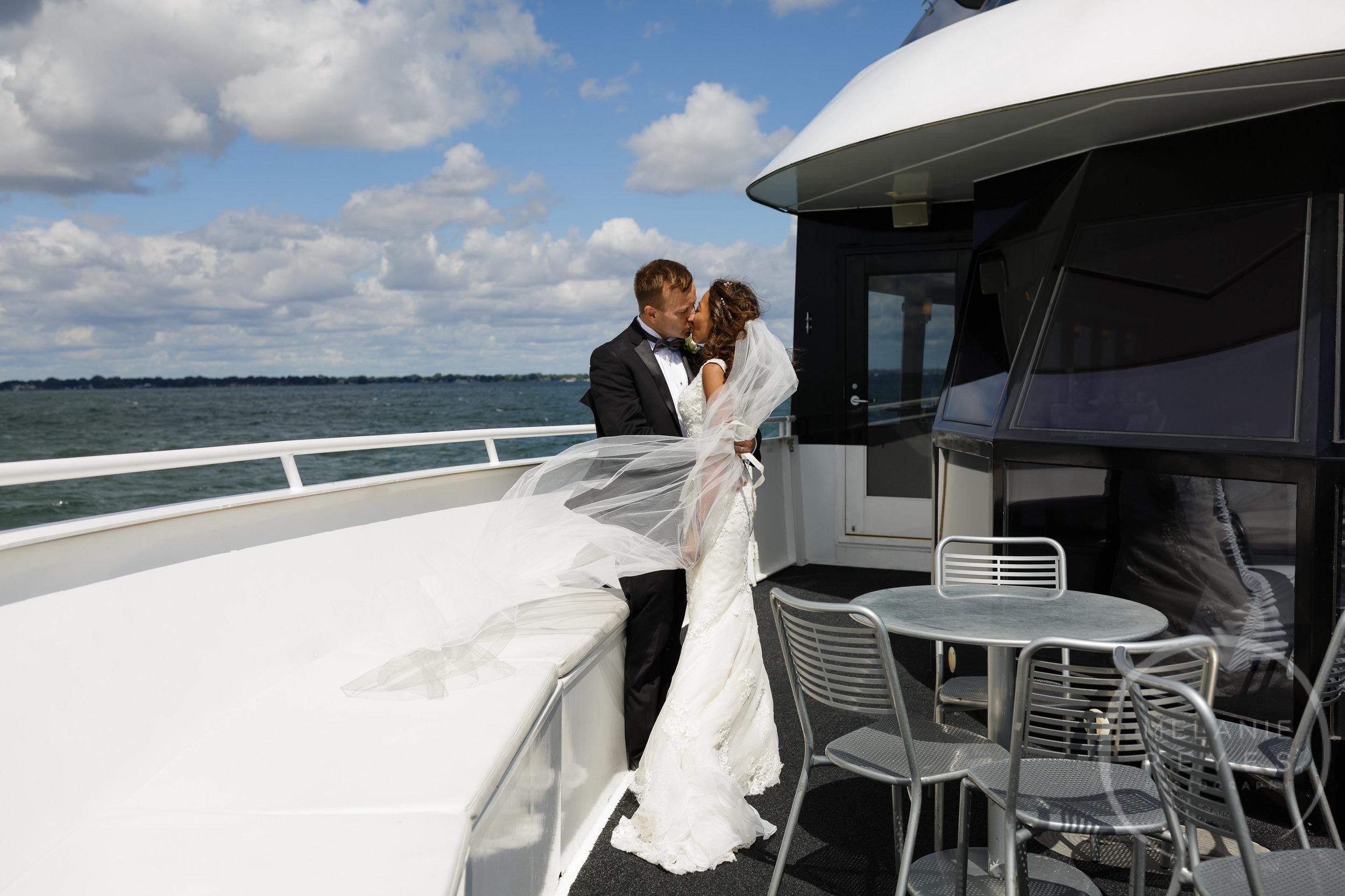 infinity_ovation_yacht_wedding_detroit_melaniereyes29.jpg