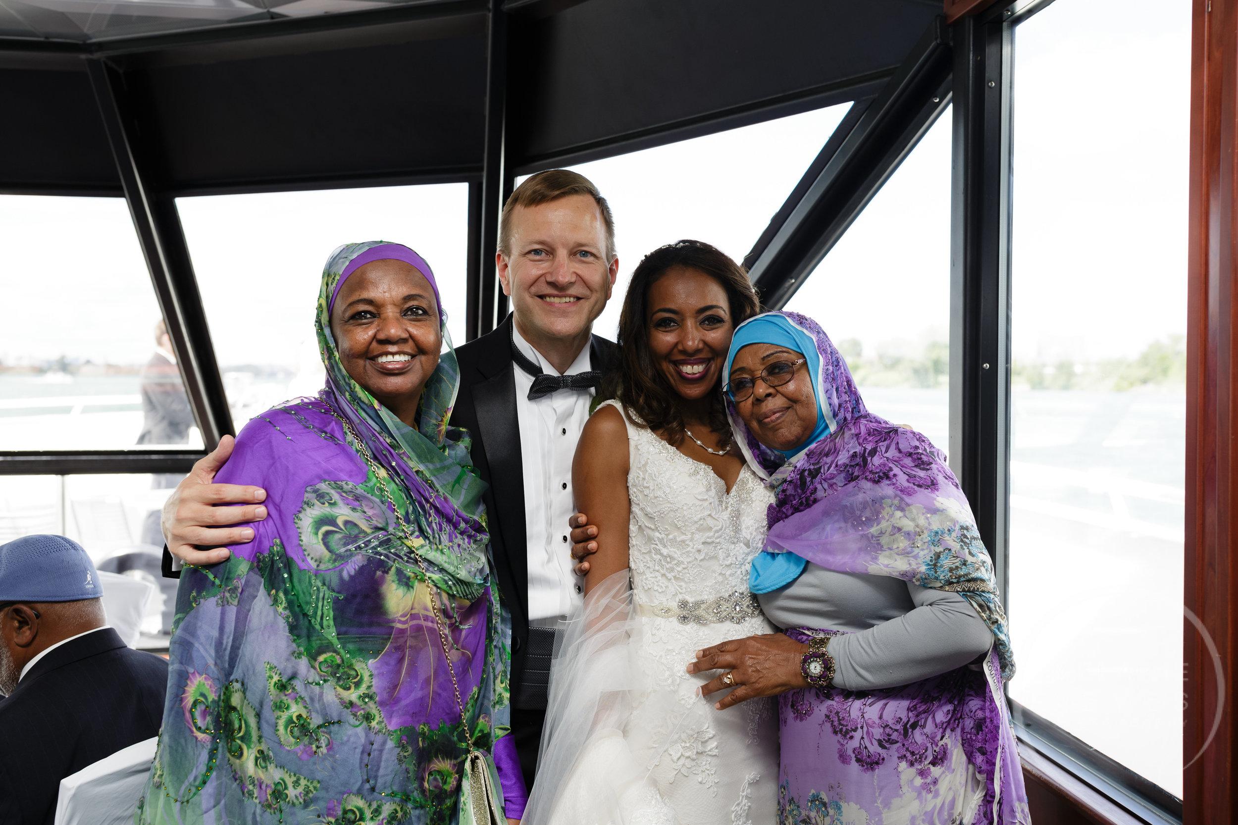 infinity_ovation_yacht_wedding_detroit_melaniereyes39.jpg