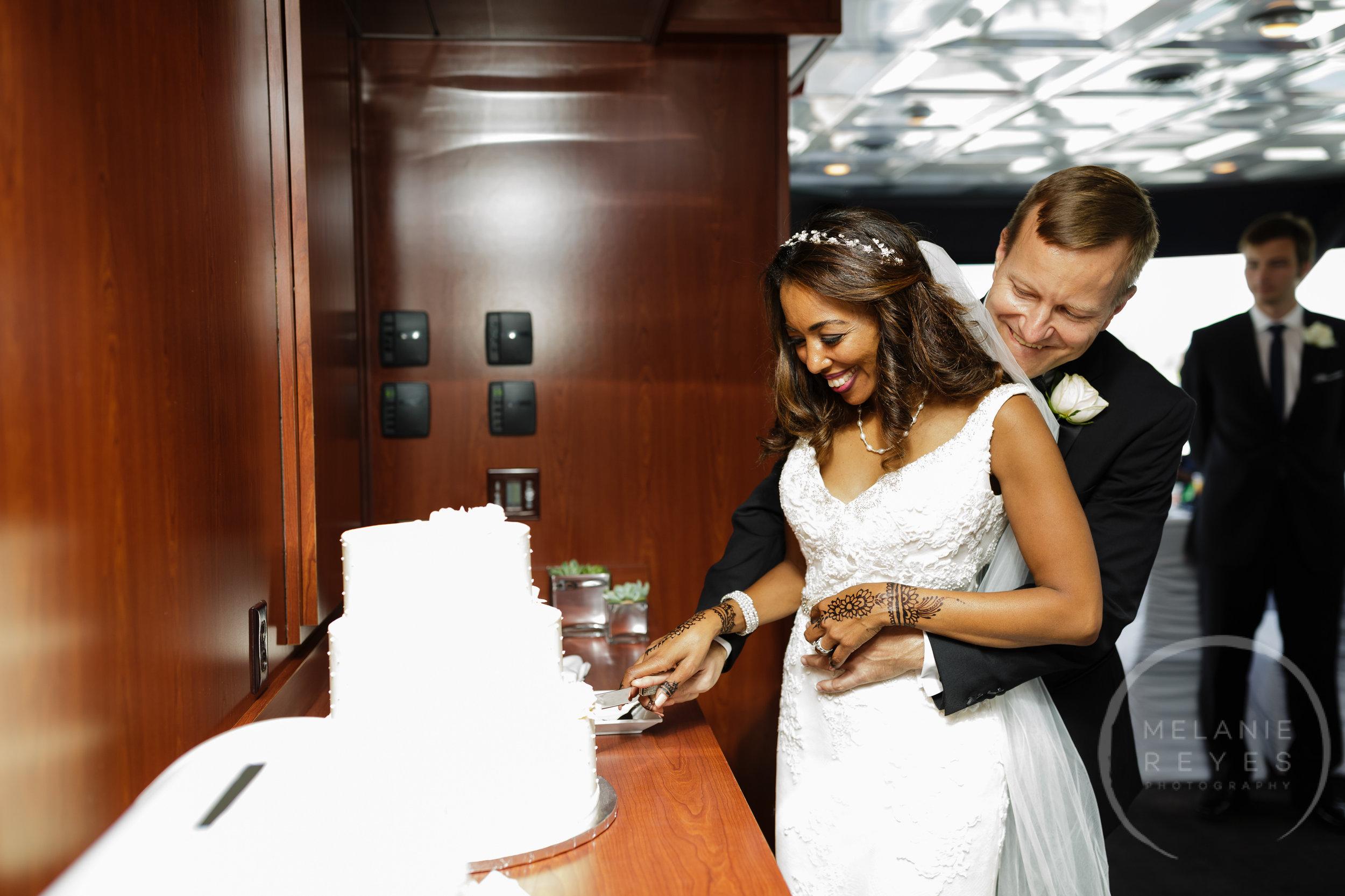 infinity_ovation_yacht_wedding_detroit_melaniereyes40.jpg