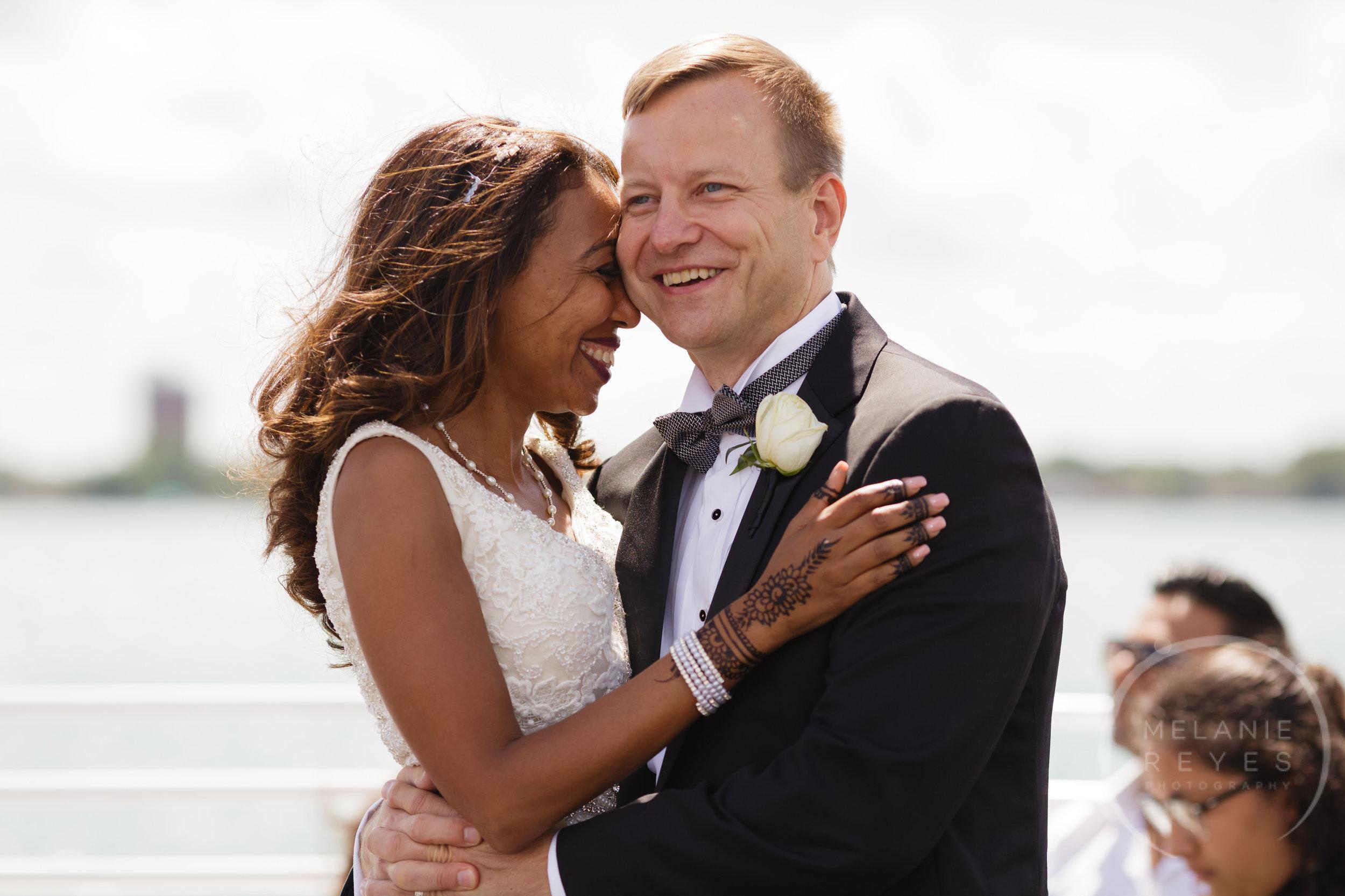 infinity_ovation_yacht_wedding_detroit_melaniereyes45.jpg