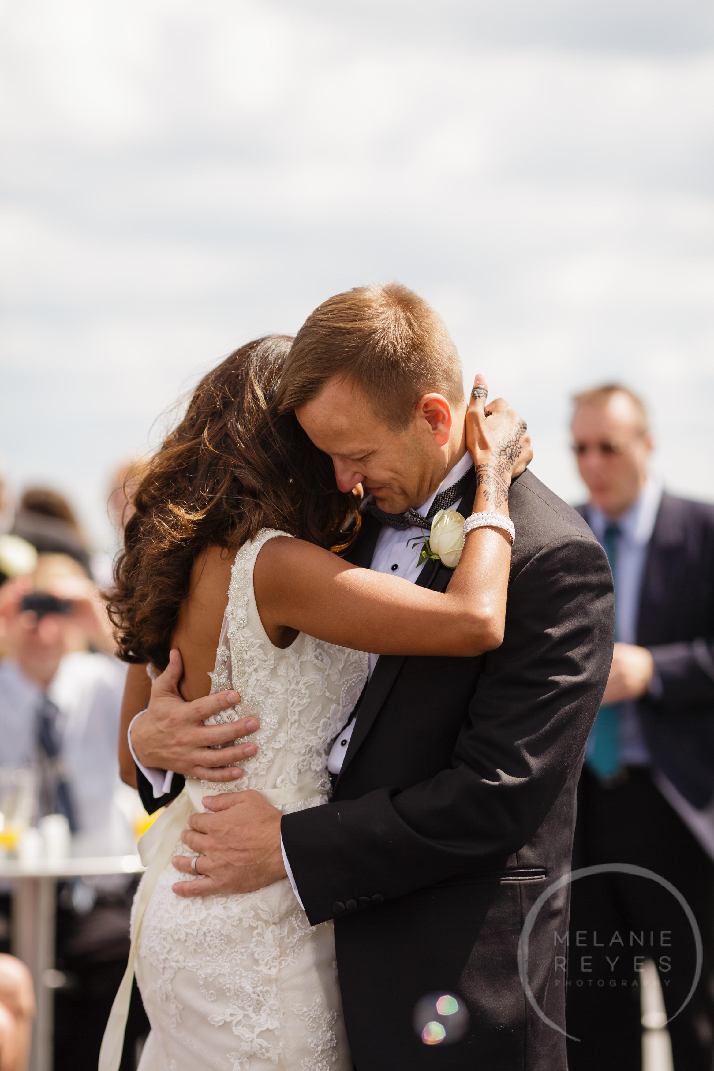 infinity_ovation_yacht_wedding_detroit_melaniereyes47.jpg