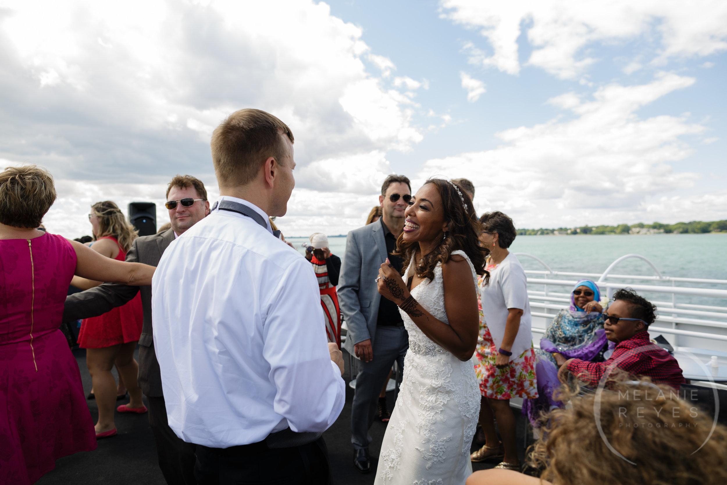 infinity_ovation_yacht_wedding_detroit_melaniereyes53.jpg