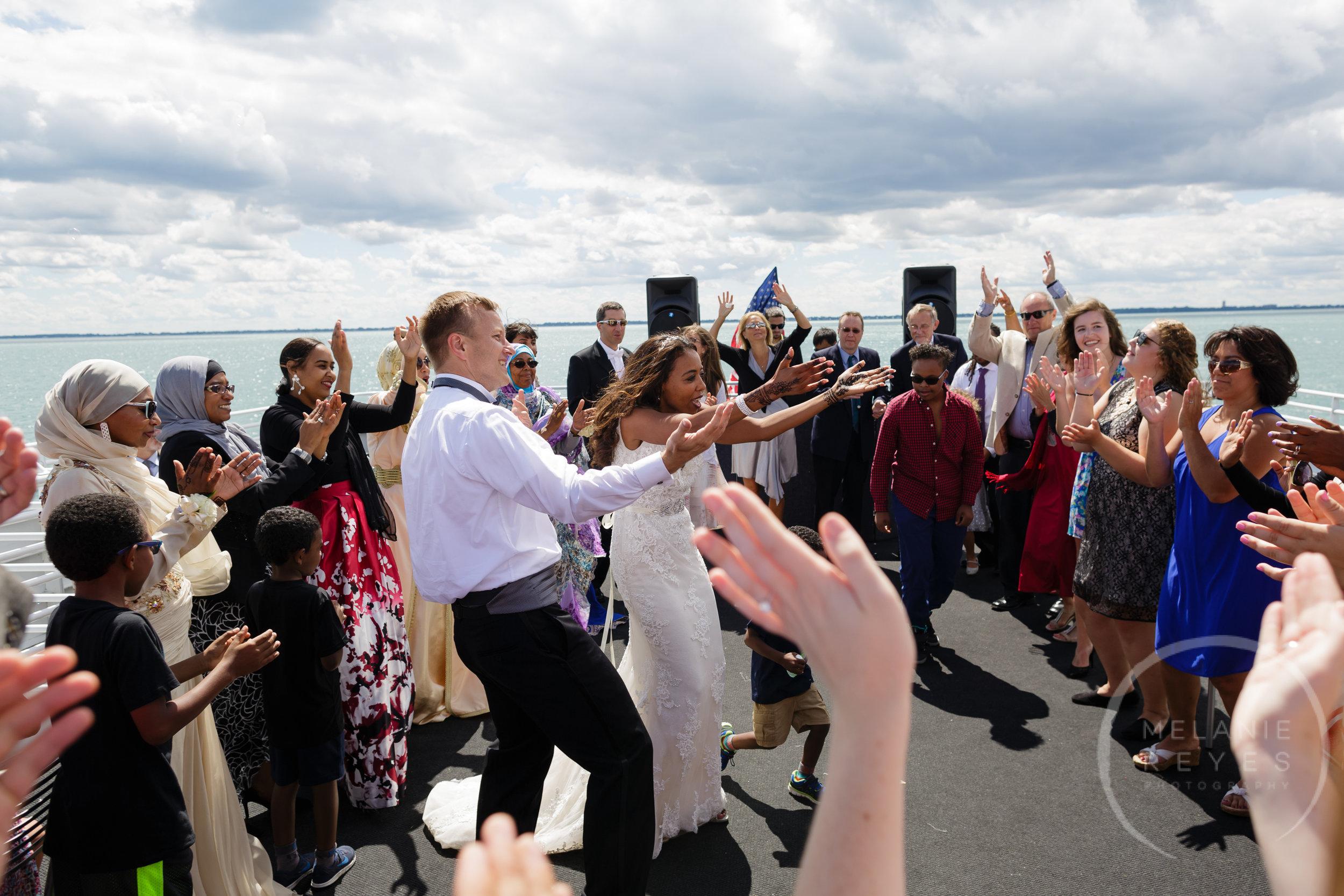 infinity_ovation_yacht_wedding_detroit_melaniereyes54.jpg