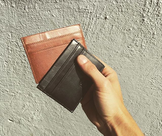 Finally our popular card holder Southalls is back in stock. Available in black and brown on our website. (Photo cred @marcushjorring)