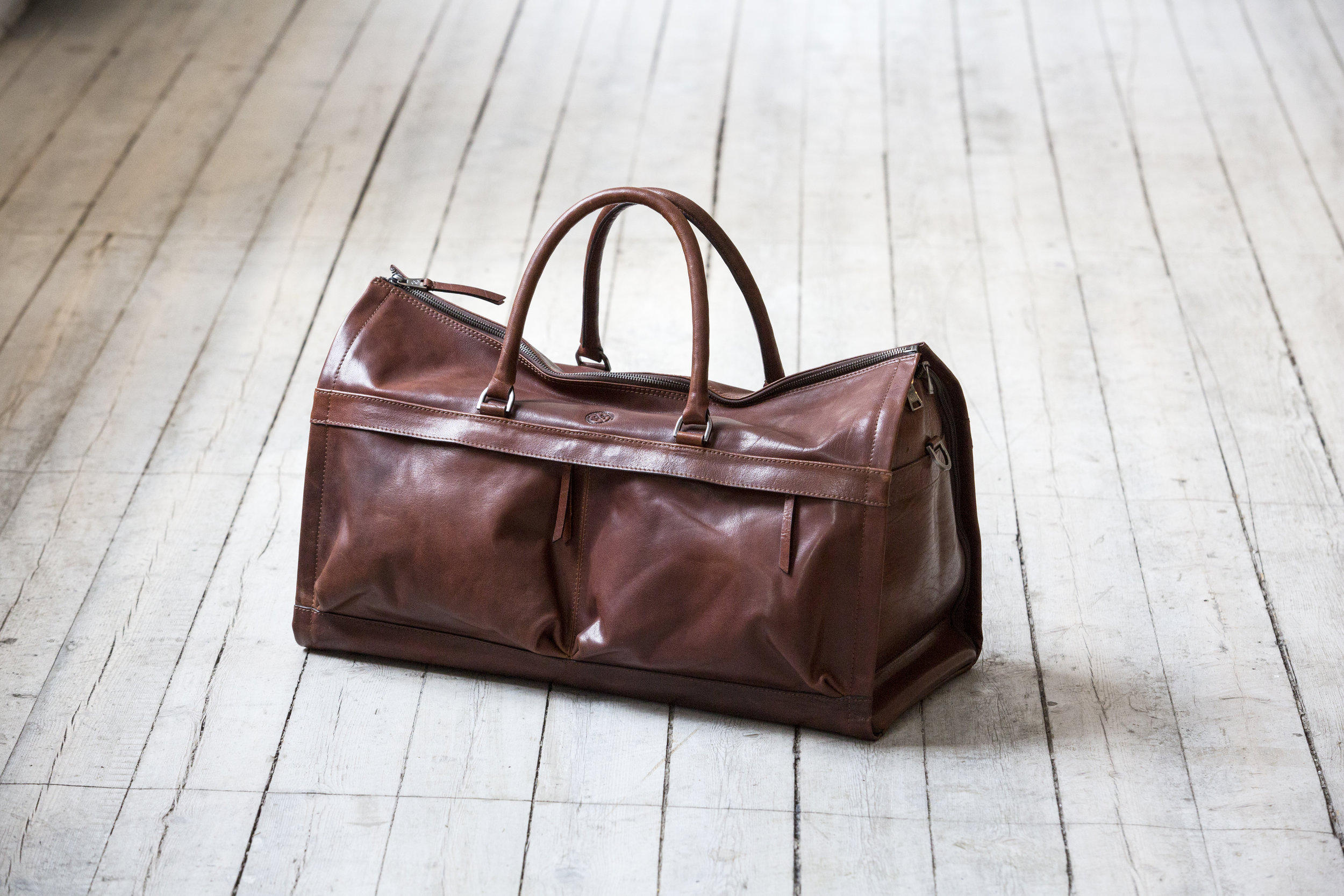 WEEKEND BAGS   We have a wide range of bags in different sizes. Choose the larger one for the longer business trip or the smaller one for a weekend with someone you like. Find your favorite.   Shop