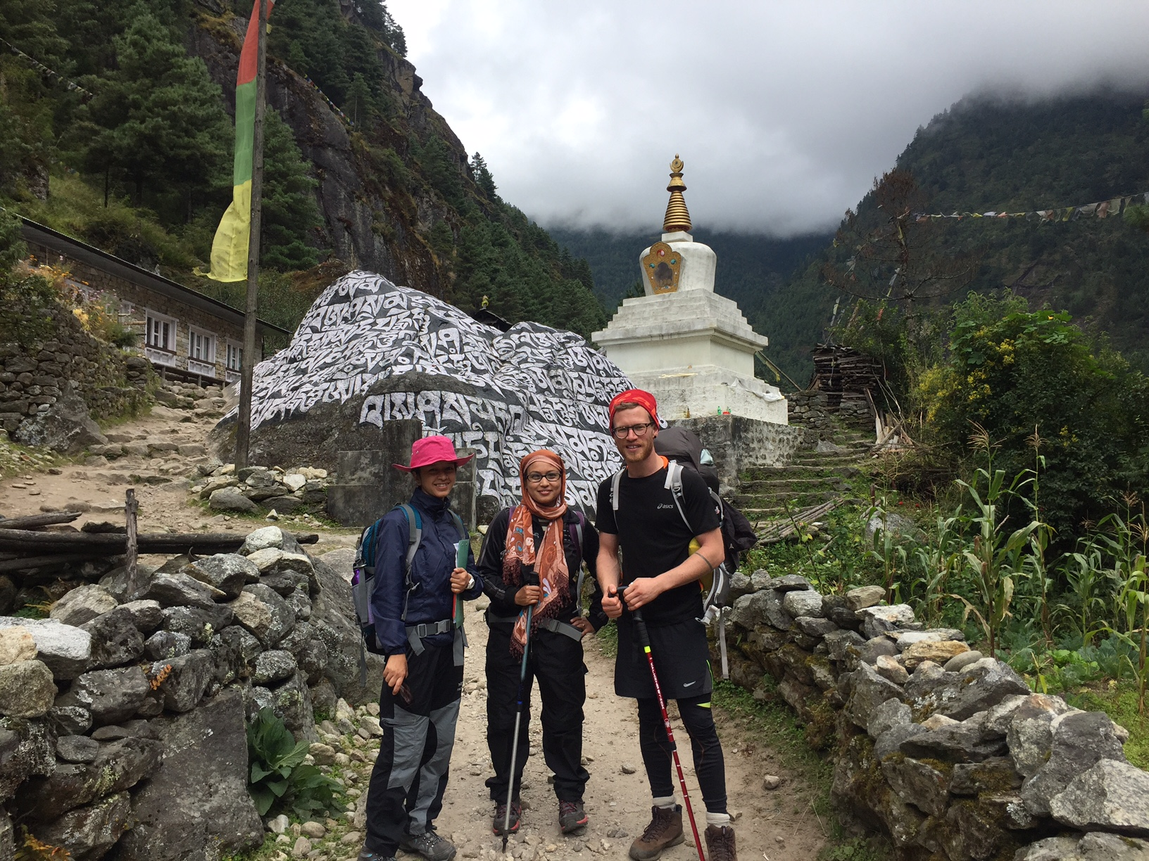 MSc students Sharmila and Karisma with Christopher Parsons en-route to Namche during HiPER 2016.
