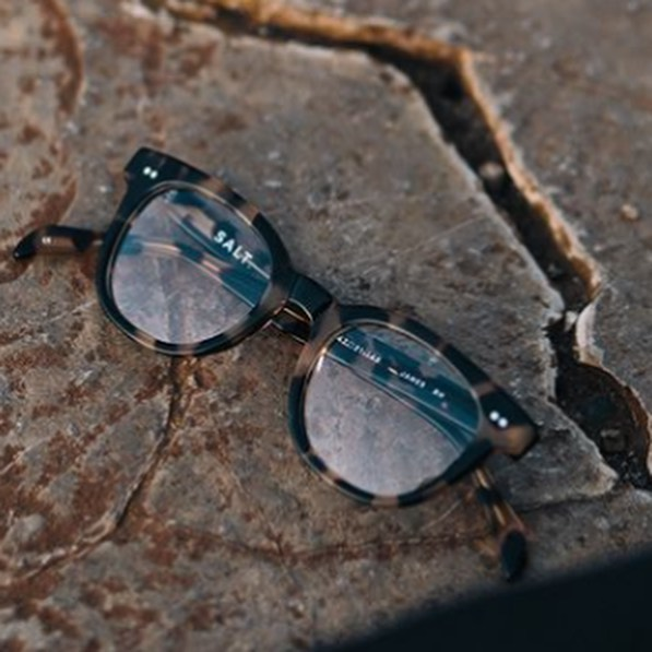 It's one of the first chilly days here in Philadelphia, and we are falling 🍃🍂 for these @saltoptics frames all over again!