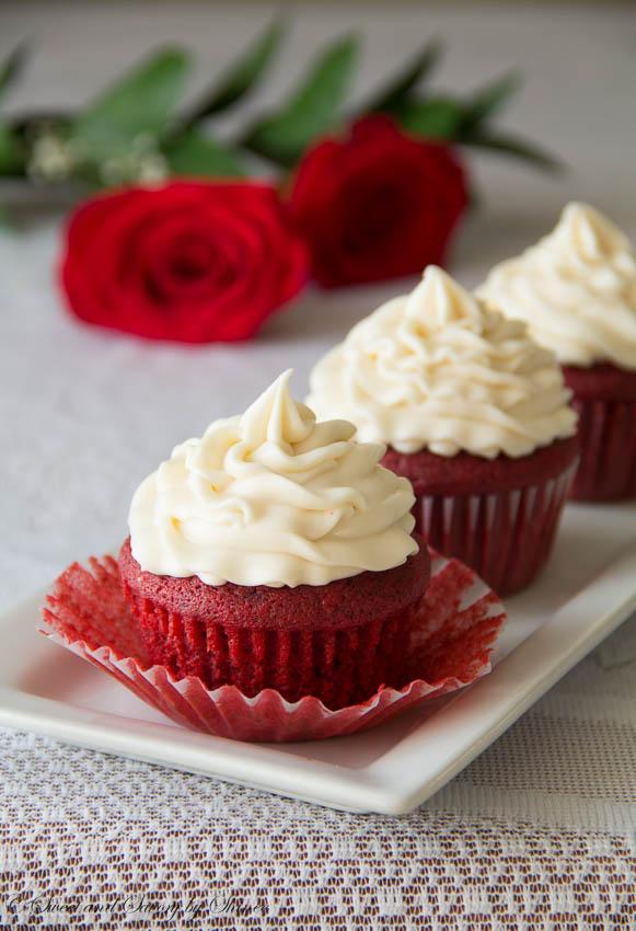 Red-Velvet-Cupcakes-3.jpg