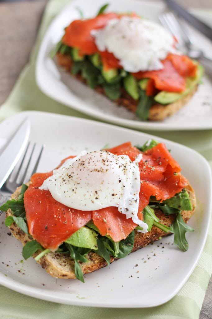 Skinny-Fried-Egg-and-Avo-Toast-Perfect-breakfast-YUM.jpg