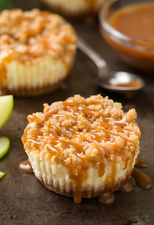 caramel-apple-mini-cheesecakes-with-streusel+crop..jpg