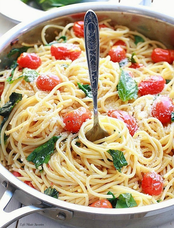 Cherry-Tomato-Basil-Spinach-and-Parmesan-Pasta-makes-the-perfect-easy-and-comforting-weeknight-meal-467x700.jpg