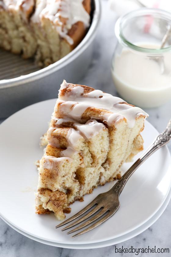 cinnamonrollcake3_bakedbyrachel.jpg