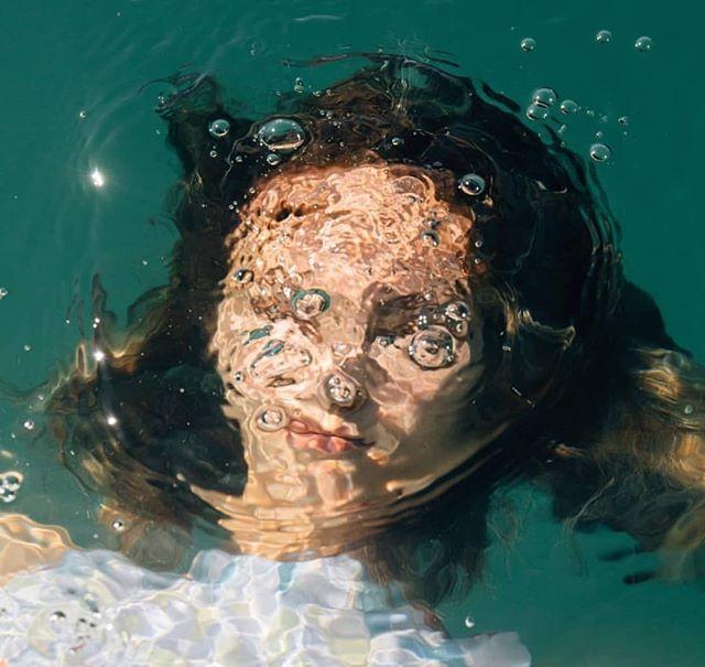 feeling under water. repost: @carlottawinder @jademarangolo @gleesonpaulino . . . . . . . . . . #artdirection #photography #photoshoot #underwater #greenaesthetic #aquamarine #artphotography #repostit #repostthis #discoverunder20k #curated #curateyourfeed #vergecurates #waterphotography