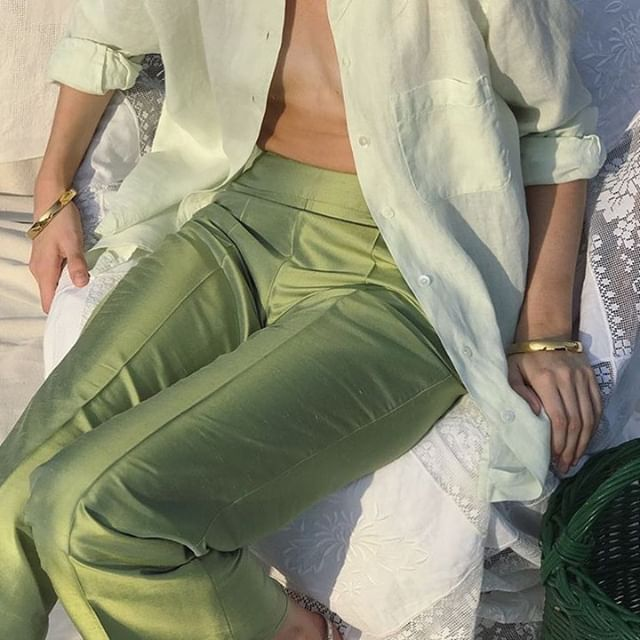 in the mood for green pants. #repost from: @neylenegiysek @esmedrawertoo . . . . . . . . . #repostit #repostthis #vergecurates #vintagepieces #vintage #vergecurates #fashioneditorial #fashionshoot #editorialfashion #greenaesthetic #fashionphotography #fashionlifestyle #fashion #instagood #discoverunder20k #thatsdarling #thatspretty #curated #curateyourfeed