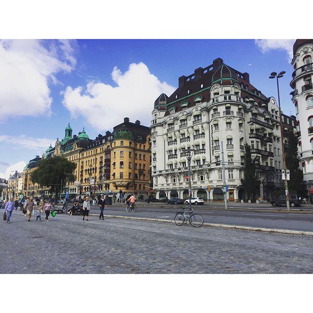 Stockholm fever. By neighborhood: Östermalm. . . . . #travel #dametraveler #blackgirlstraveltoo #visitsweden #visitstockholm #flynorwegian #sweden #stockholm #scandinavia #europe #fall