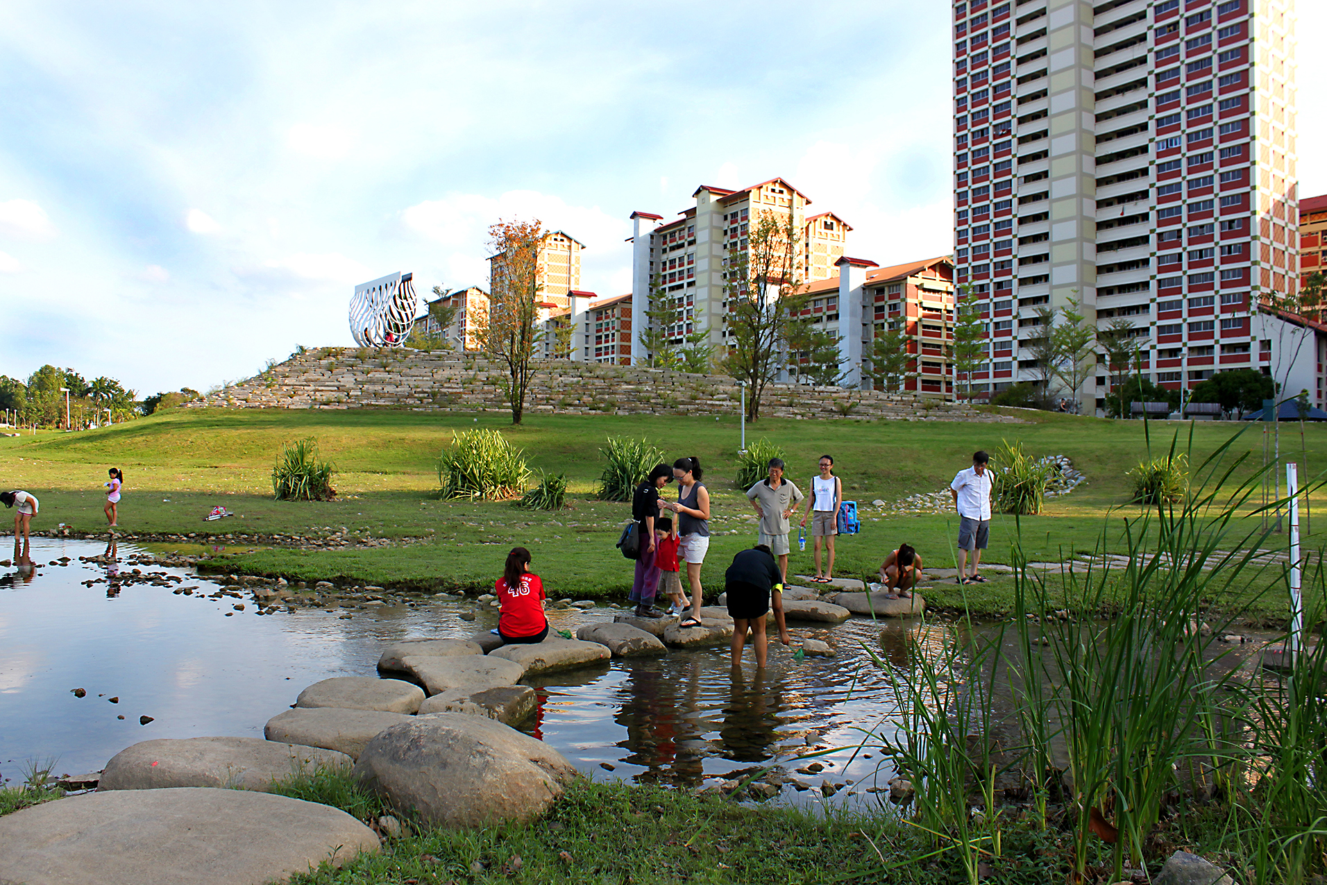 Singapore_Bishan Park people interaction_c Dreiseitl_109 .jpg
