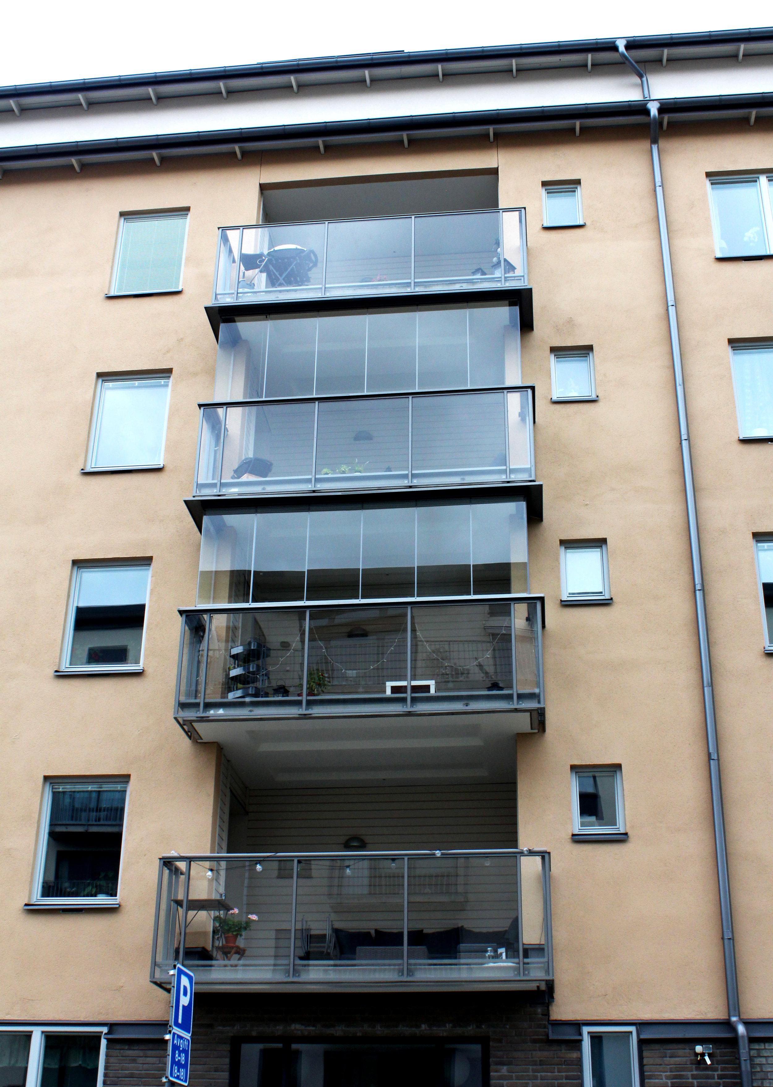 Ska en person få glasa in sin balkong om dagsljusfaktorn inte längre uppfylls inne i lägenheten?